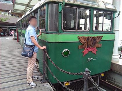 夫婦二人で香港旅行ピークトラムに乗る