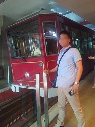 香港へ夫婦で旅行 ピークトラムに乗る