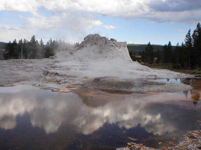 イエローストーン国立公園 間欠泉 吹き出し前